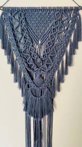 Sehr dekoratives dunkelblaues Makramee